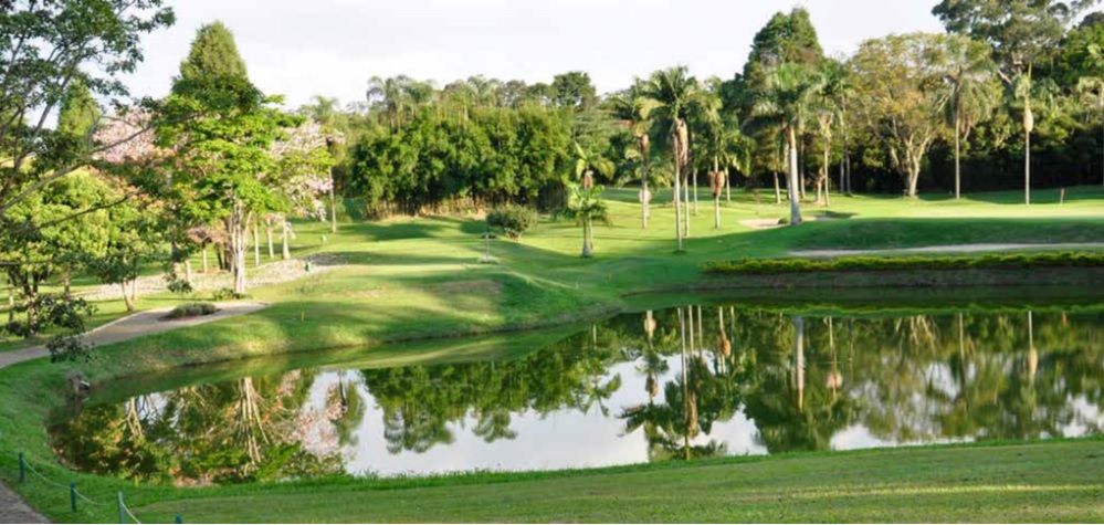 Vista do tee do 5 e green do 2