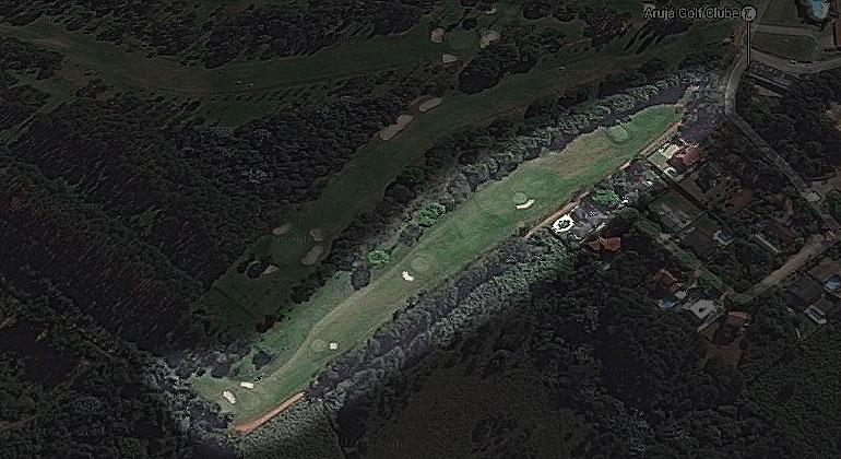 Mini-Campo de 5 buracos de par 3, localizado ao lado do Buraco 10.